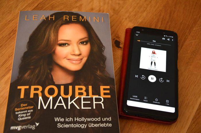 Das Buch Troubemaker von Leah Remini und das Hörbuch The Hate U Give